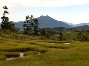 いつも見ている燧ケ岳の裏側です