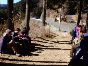 梅野木峠でちょっと早い昼食です。