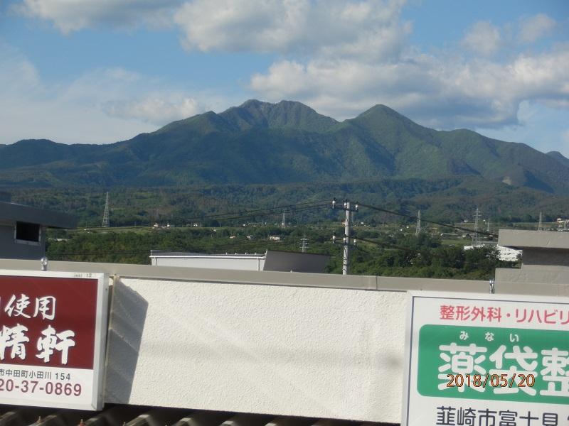 韮崎駅から今日歩いた茅ヶ岳をのぞむ。
