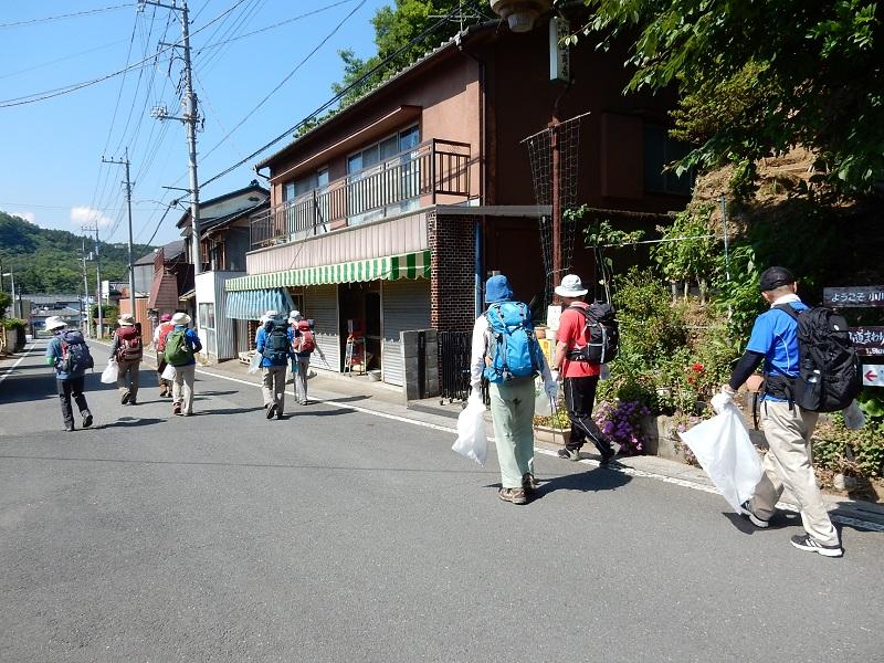 東武竹沢の駅を出発